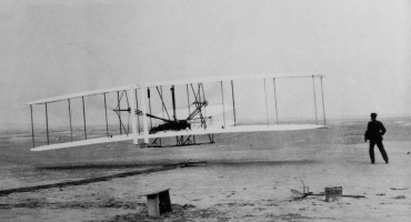 BWW Reviews: THE FLYING MACHINE