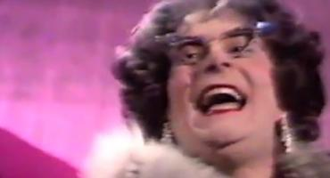 STAGE TUBE: Highlights of DAME EDNA's Career History for GLORIOUS GOODBYE - THE FAREWELL TOUR