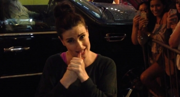 STAGE TUBE: Idina Menzel Takes ALS Ice Bucket Challenge!