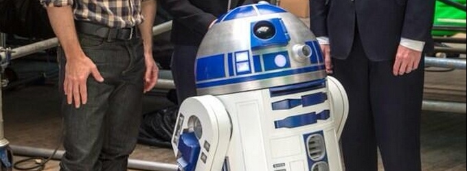 First Look at R2-D2 from Set of STAR WARS EPISODE VII!