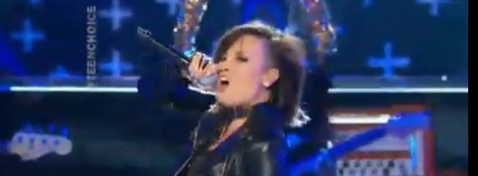 VIDEO: Demi Lovato, Cher Lloyd Open TEEN CHOICE AWARDS with 'Really Don't Care'