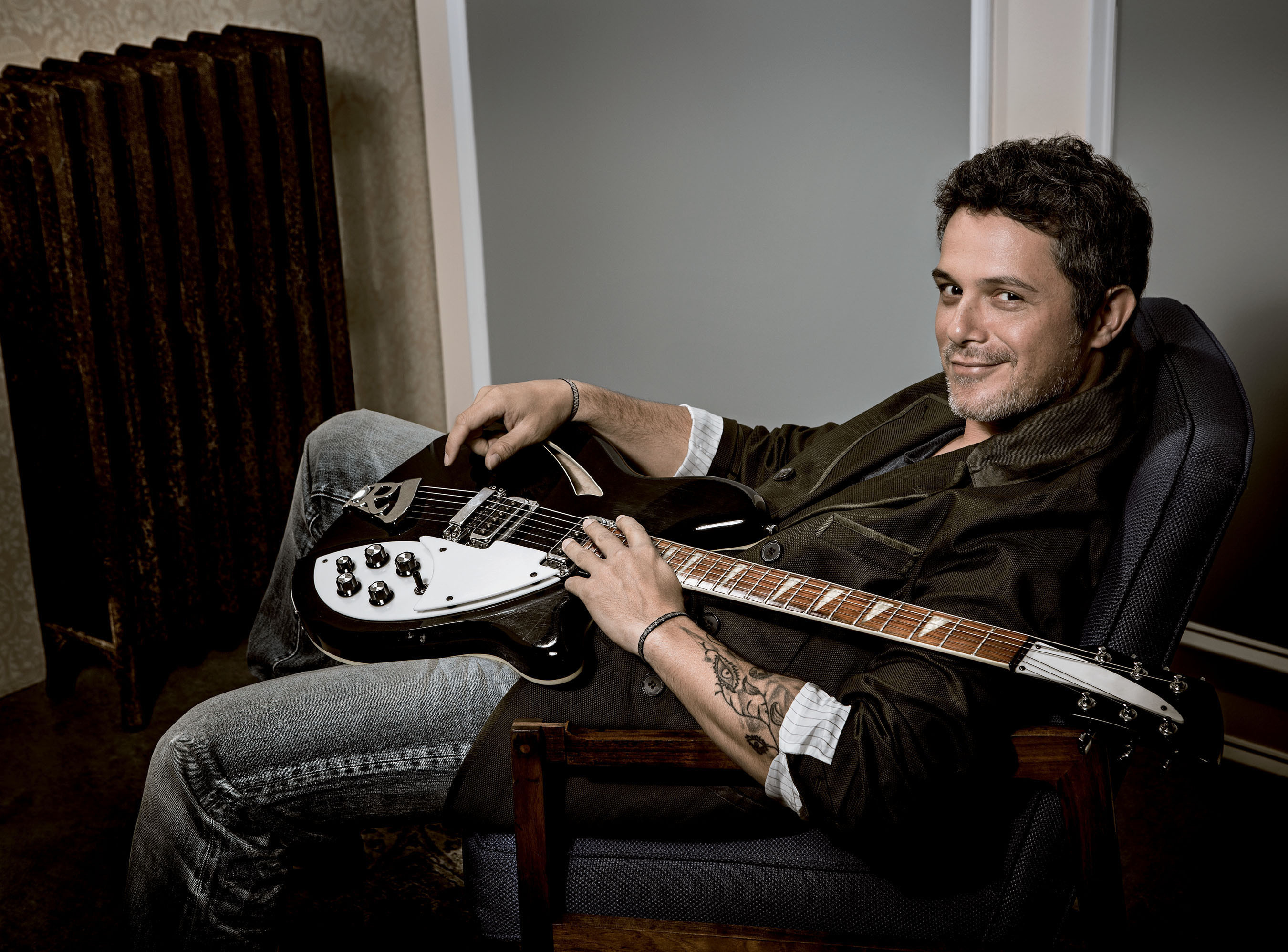 Alejandro Sanz's 'La Musica No Se Toca' Maintains Top 10 Status
