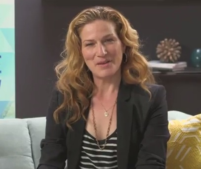 SNL's Ana Gasteyer and Author Ann Brashares Promote New Novel in Comedic Video