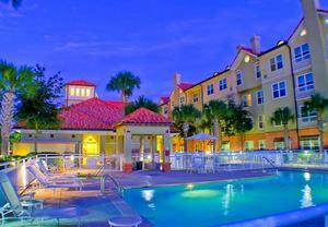 Florida Vacation Fun Soars With Destin Hotel Specials