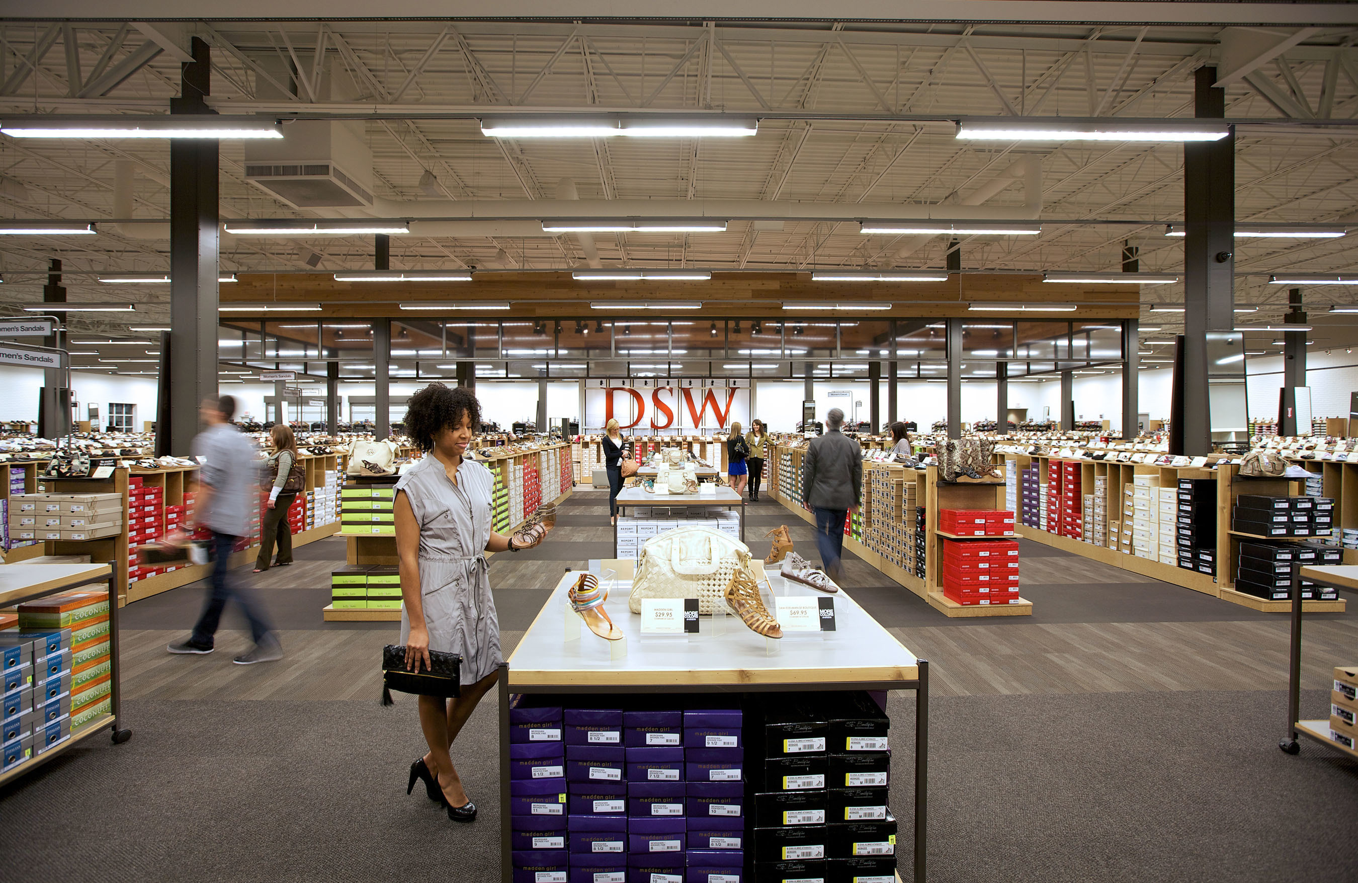 DSW Designer Shoe Warehouse Opened New Manhasset Store