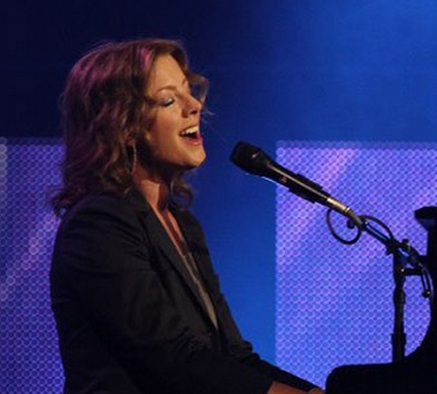 Sarah McLachlan to Release New Album 'Shine On', 5/6; Performs on JAY LENO Tonight