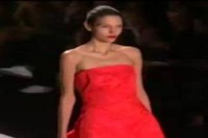 VIDEO: 'MONIQUE LHUILLIER' Fashion Show Spring Summer 2014 New York