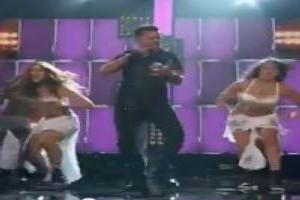 VIDEO: Ricky Martin Performs 'Vida' at 2014 Billboard Music Awards