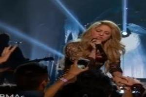 VIDEO: Shakira Performs 'Empire' at 2014 Billboard Music Awards