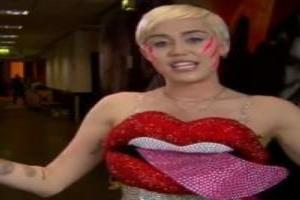 VIDEO: Miley Cyrus Accepts Award for Top Streaming Artist at 2014 Billboard Music Awards