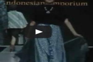 VIDEO: SARINAH PRESENTS 'MODERN IN HERITAGE' Jakarta Fashion Week 2014