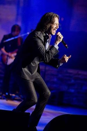 Constantine Maroulis Hosts STRAIGHT FROM NEW YORK  Fundraiser Tonight