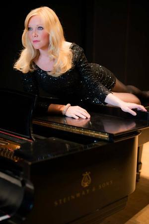 Nat Chandler, Teri Dale Hansen Set for BEHIND THE MASK with Maestro Ernest Richardson at Holland Center, 2/1