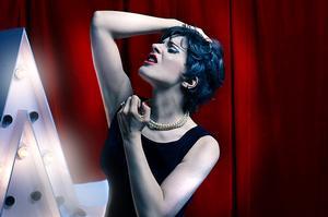 En Enero, Judy Garland llega a la Calle Corrientes in AL FINAL DEL ARCO IRIS