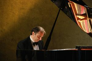 Pianist Carlo Grante Makes D.C. Debut Tonight at the Kennedy Center