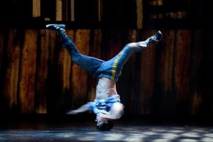 Cirque Eloize Extends 'iD' at the Teatro at Montecasino Through Sept 14