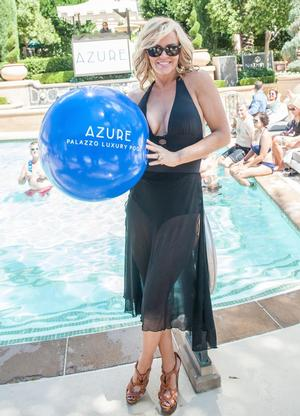 SIGHTING: Jenny McCarthy Basks In The Sun At Azure Luxury Pool At The Palazzo