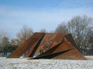 Chuck Ginnever's MEDUSA Steel Sculpture Installed in Riverside Park