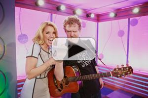 STAGE TUBE: ONCE's Glen Hansard Performs 'Falling Slowly'