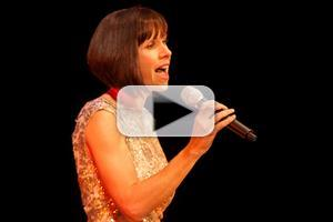 STAGE TUBE: Susan Egan estrena 'The Girl Has Everything' de 'El Último Jinete'