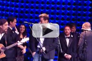 STAGE TUBE: Bonus! Hugh Jackman Sings 'The Letter' at Joe's Pub