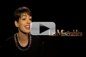 STAGE TUBE: LES MISERABLES' Anne Hathaway Sings 'Feliz Navidad'