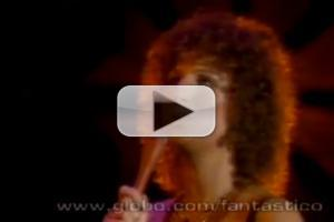STAGE TUBE: Barbra Streisend Sings 'Evergreen' at 1977 Oscars
