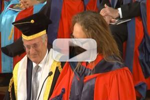 STAGE TUBE: MATILDA's Tim Minchin Speaks at University of Western Australia Graduation