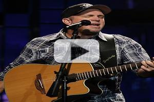VIDEO: In Rare Appearance, Garth Brooks Performs 'Night Moves' on JAY LENO