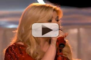 VIDEO: Kelly Clarkson Performs 'Underneath the Tree' on THE VOICE