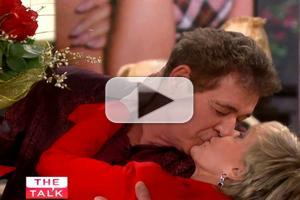 VIDEO: 'Brady Bunch' Visits THE TALK; Williams Surprises Henderson with Passionate Kiss
