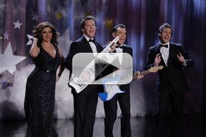VIDEO: Sean Hayes & More Featured on THE MAYA RUDOLPH SHOW Premiere