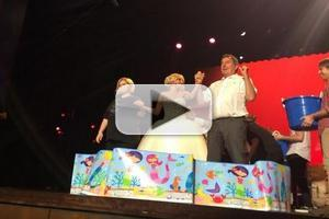 STAGE TUBE: Kristin Chenoweth Takes ALS Ice Bucket Challenge Following Hometown Concert