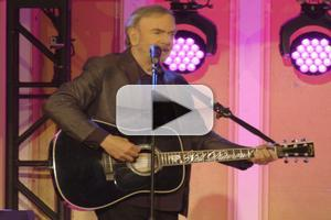 VIDEO: Neil Diamond Performs 'Solitary Man' at Former High School