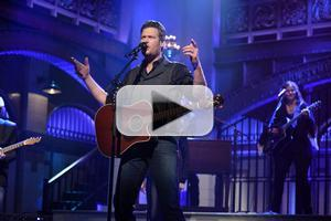 VIDEO: Blake Shelton Performs 'Neon Light' & More on SNL