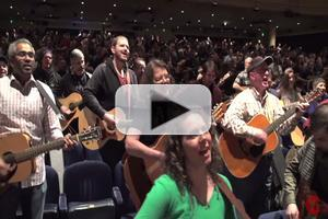 STAGE TUBE: Nearly 1,000 Guitarists Play ONCE's 'Falling Slowly' in Toronto