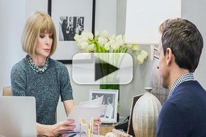 VIDEO: Anna Wintour Shows Off Her Comedic Chops on LATE NIGHT