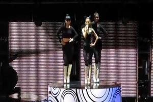 VIDEO: Ariana Grande Premieres New Single 'Problem' at Radio Disney Music Awards
