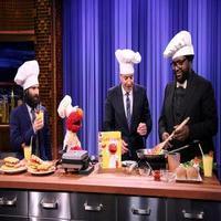 VIDEO: Jason Schwartzman Talks New Film; Cooks with Elmo on TONIGHT