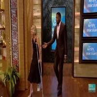 VIDEO: LIVE's Kelly Ripa Breaks Her Foot - Find Out How Below!