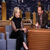 VIDEO: Meryl Streep Talks Private Guitar Lesson from Neil Young & More on TONIGHT
