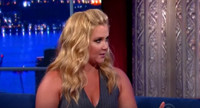 VIDEO: Amy Schumer Chats Kate Couric Cell Phone Prank & More on COLBERT
