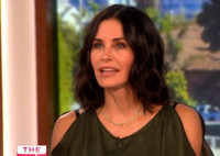 VIDEO: Courteney Cox Gushes About Fiance Johnny McDaid on THE TALK