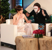 VIDEO: 'Walking Dead's Lauren Cohan Visits ELLEN and Gets a Scare of a Lifetime!