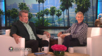 VIDEO: MODERN FAMILY's Eric Stonestreet is Having a Ball on Tinder Dating App