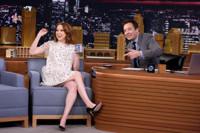 VIDEO: 'Kimmy Schmidt's Ellie Kemper Announces Her Pregnancy Live on TONIGHT SHOW