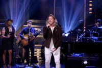 VIDEO: Conrad Swell Performs 'Remind Me' Off Debut EP on TONIGHT SHOW