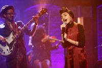 VIDEO: Yuna Performs 'Used to Love You' on LATE NIGHT