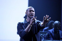 VIDEO: Grammy Award Winner Usher Performs 'Crash' on TONIGHT SHOW