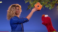 VIDEO: Tori Kelly Teaches SESAME STREET's Elmo & Friends About Kindness